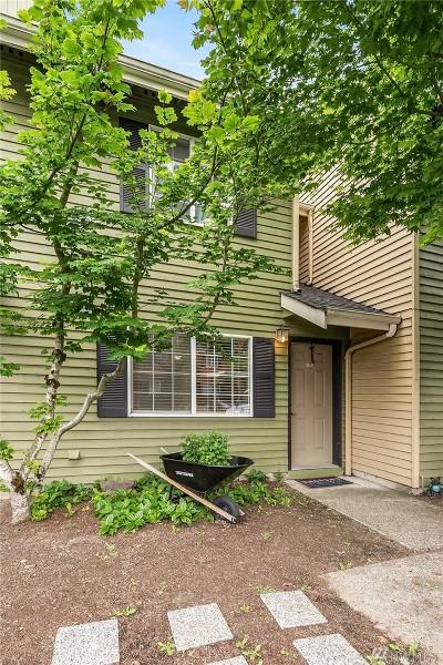 Everett Condo/Townhouse For Sale: 412 Center Rd #A6