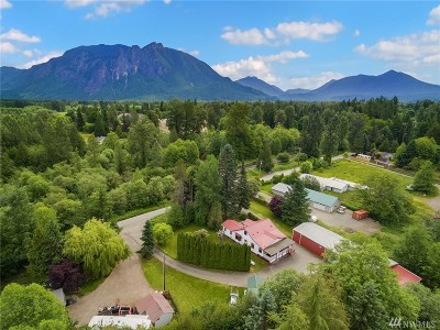 Snoqualmie Single Family Home For Sale: 10039 394th Place SE