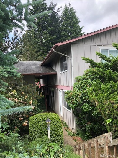 Grays Harbor County Multi Family Home For Sale: 315 E Broadway Ave #16