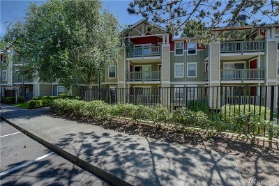 Kenmore Condo/Townhouse For Sale: 7711 NE 175th St #B210