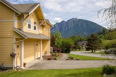 North Bend Single Family Home For Sale: 1220 SW 12th St