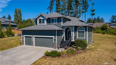 Oak Harbor Single Family Home For Sale: 934 Cove View Cir