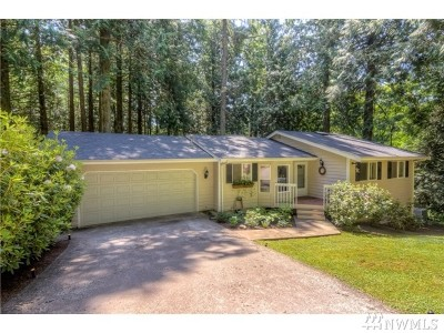 Bellingham Single Family Home For Sale: 10 Cedar Place