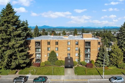 Everett Condo/Townhouse For Sale: 3425 Colby Ave #301