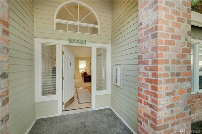 Woodinville Condo/Townhouse For Sale: 13283 NE 182nd St