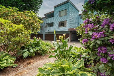 Burien Condo/Townhouse For Sale: 233 SW 154th St #302