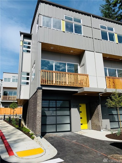 Everett Condo/Townhouse For Sale: 2202 112th Place SE