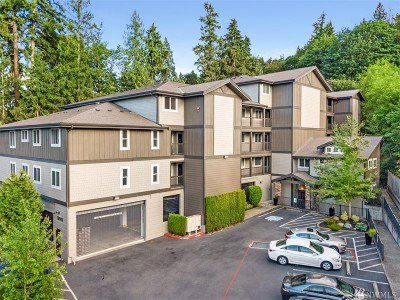 Issaquah Condo/Townhouse For Sale: 18609 Newport Wy #204