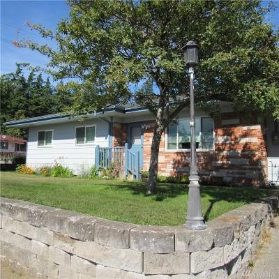 Single Family Home For Sale: 480 NE Ronhaar St
