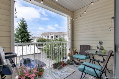 Puyallup Condo/Townhouse For Sale: 18527 101st Av Ct E #213