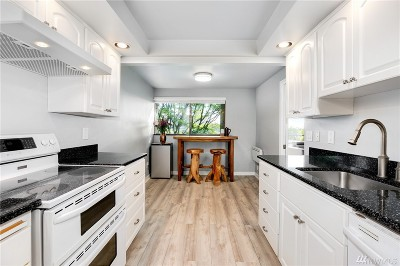 Seattle Condo/Townhouse For Sale: 3710 25th Place W #104