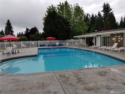 Bellevue Condo/Townhouse For Sale: 5733 122nd Ave SE #142