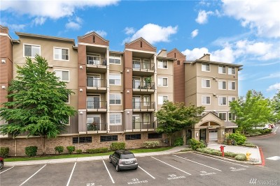 Newcastle Condo/Townhouse Contingent: 6800 132nd Place SE #E208
