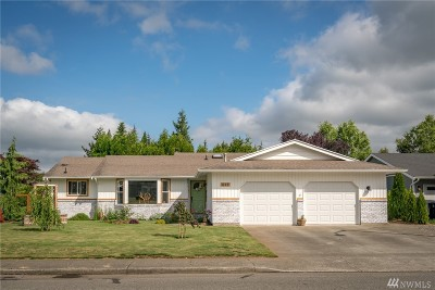 Lynden Single Family Home Pending: 417 Cascade Wy