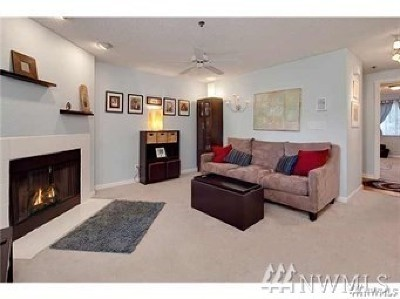 Issaquah Condo/Townhouse For Sale: 222 NE Dogwood St #C303