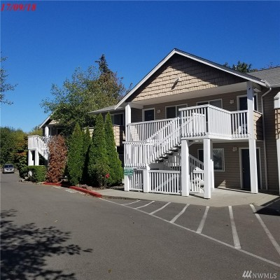 Lynnwood Condo/Townhouse For Sale: 15101 Admiralty Wy #203