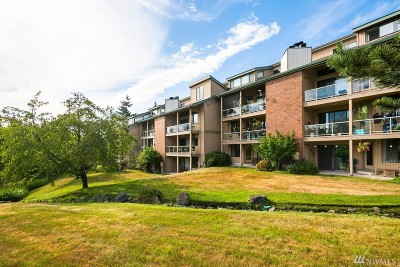 Mountlake Terrace Condo/Townhouse For Sale: 23001 Lakeview Dr #105