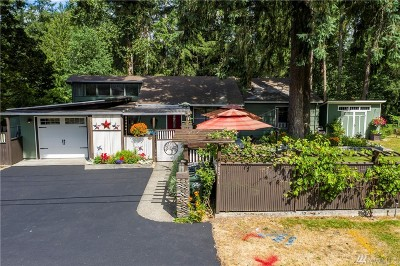 Lakewood Single Family Home For Sale: 10511 Interlaaken Dr SW