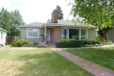 Single Family Home For Sale: 215 Chapel St