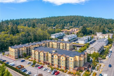 Whatcom County Condo/Townhouse Pending Inspection: 690 32nd #B411