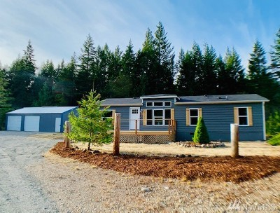 Shelton Single Family Home For Sale: 790 Honeysuckle Lane