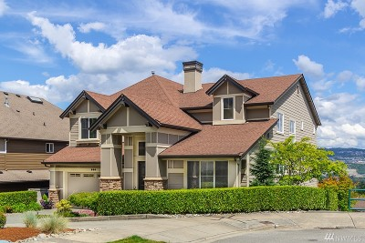 Issaquah Single Family Home For Sale: 880 Lingering Pine Lane NW