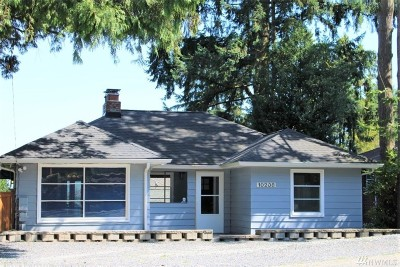 Seattle Single Family Home For Sale: 10208 15th Ave NE