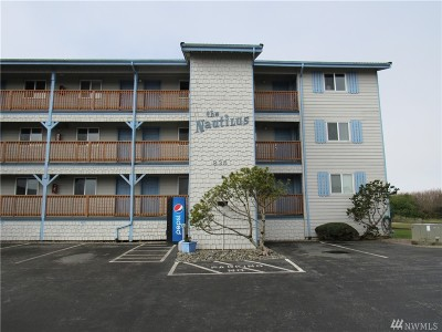 Grays Harbor County Condo/Townhouse For Sale: 835 Ocean Shores Blvd NW #304