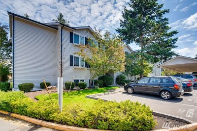 Everett Condo/Townhouse For Sale: 12404 E Gibson Rd #Q-202
