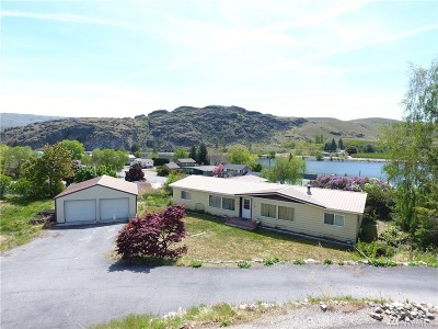 Pateros Single Family Home For Sale: 706 McAlvey Dr