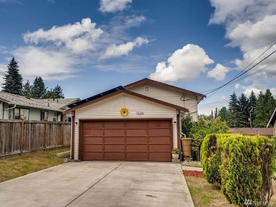 Shoreline Single Family Home For Sale: 1624 NE 189th St