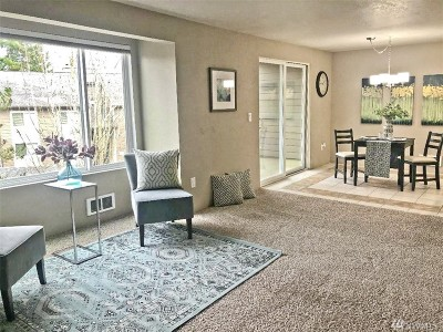 Issaquah Condo/Townhouse For Sale: 208 Mt Park Blvd SW #E202