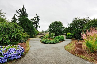 Clyde Hill Single Family Home Contingent: 9441 Points Dr NE