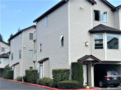 Everett Condo/Townhouse For Sale: 8823 Holly Dr #535