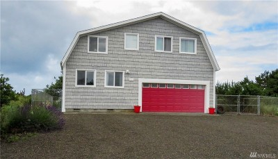 Grays Harbor County Single Family Home For Sale: 917 S Sand Dune Ave SE