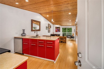 Redmond Condo/Townhouse For Sale: 9484 Redmond-Woodinville Rd #C-305