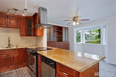 Condo/Townhouse For Sale: 8805 166th Ave NE #B01