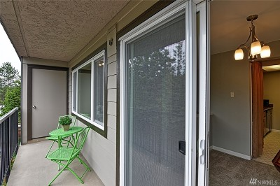 Bothell Condo/Townhouse For Sale: 9523 NE 180th St #A304