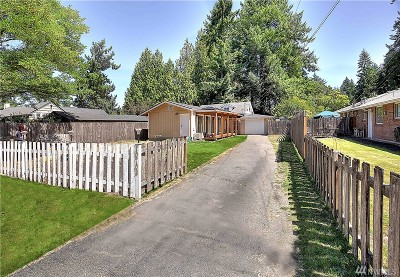 Lakewood Single Family Home For Sale: 10703 SW Meadow Rd