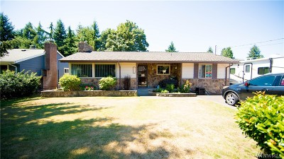 Renton Single Family Home For Sale: 2717 Meadow Ave N