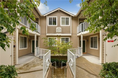 Sammamish Condo/Townhouse For Sale: 3500 E Lake Sammamish Pkwy SE #3-303