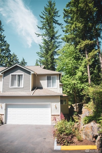 Everett Condo/Townhouse For Sale: 12530 Admiralty Wy #A104