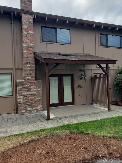 Steilacoom Condo/Townhouse For Sale: 2814 Garden Ct #B