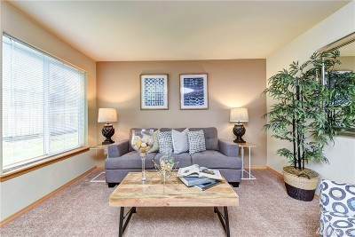 Everett Condo/Townhouse For Sale: 11527 Highway 99 #B106