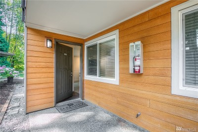 Bothell Condo/Townhouse For Sale: 10831 NE 147th Lane #R105