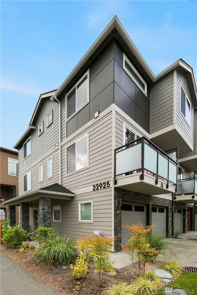 Edmonds Condo/Townhouse For Sale: 22925 79th Place W #A