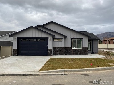 Wenatchee Single Family Home For Sale: 226 Pershing Cir