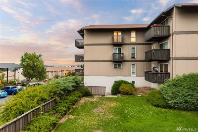 Renton Condo/Townhouse For Sale: 1425 S Puget Dr