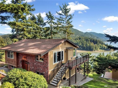Bellingham Single Family Home For Sale: 320 Crest Lane