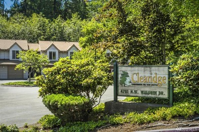 Silverdale Condo/Townhouse Pending Inspection: 4701 NW Walgren Dr #A-206